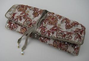 Sieradentasje Jaquard, zijde geborduurd met pailletten  per stuk
