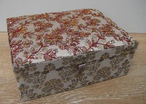 Sieradendoos Jaquard, zijde geborduurd met pailletten  per stuk