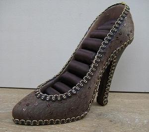 Schoen voor ringen hoog model donkerbruin met pailletten  per stuk