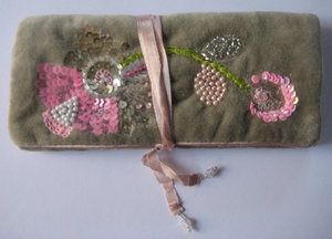 Sieradentasje bruin velours met roze  per stuk
