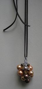 Ketting veter met trosje van 11 parel/kristal bruin/goud  per stuk