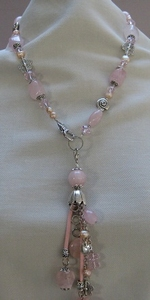 Ketting met parels en edelsteen met hanger roze  compleet set
