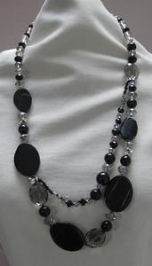 Ketting zwart edelsteen met rookgrijs kristal  per stuk